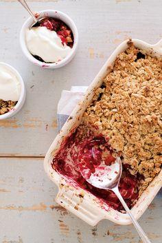 blackberry crumble with honey-whipped mascarpone yogurt