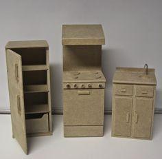 Cardboard Kitchen, Cardboard Dollhouse, Cardboard Box Crafts, Cardboard Toys, Diy Dollhouse, Dollhouse Miniatures, Barbie House Furniture, Doll Furniture, Dollhouse Furniture