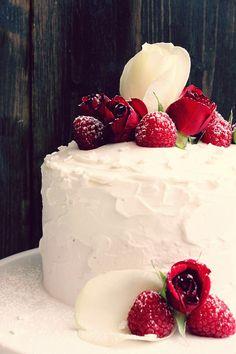 Himbeer-Törtchen mit Cream Cheese Frosting zum Valentinstag