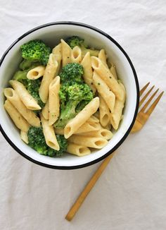 CREAMY BROCCOLI PASTA Ketogene Diät Craig&Nudelrezepte 16 Foods to Eat on a Ketogenic Diet If you buy something through a link on this page, we may earn a Healthy Meal Prep, Healthy Snacks, Healthy Eating, Simple Healthy Meals, Healthy Food For Dinner, Delicious Healthy Food, Clean Eating Lunches, Healty Meals, Healthy Junk Food