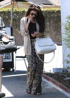 http://www4.pictures.stylebistro.com/fp/Selena+Gomez+Grabs+Lunch+Friend+x-A7XB8J3Xdl.jpg