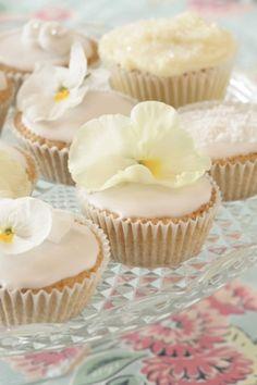 42 Edible Flower Ideas For Your Wedding Table Weddingomania | Weddingomania