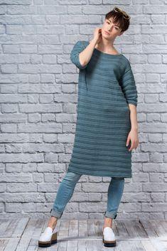 Dagens gratisoppskrift: Meriel tunika | Strikkeoppskrift.com Knitting, Sweaters, Dresses, Design, Fashion, Tunics, Threading, Moda, Vestidos
