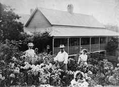 Family in a garden at Gympie, ca. 1903 / John Oxley Library, State Library of Queensland, Neg: 159147 http://hdl.handle.net/10462/deriv/110694   thefashionarchives.org