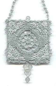 """Sample from Pattern Book """"Victorian Purses and Amulet Bags in Bead Crochet"""" - Princess"""