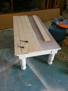 Nifty Thrifty Momma: Farmhouse Style Coffee Table: