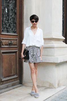Make it fun with espadrilles! If you are looking for the shoes which are both comfy and fashion statement then I recommend to try on espadrilles this year. Short Blanc, Pull Gris, Girl Fashion, Womens Fashion, Asos Fashion, Fashion Clothes Online, Tips Belleza, Cute Skirts, Ruffle Skirt
