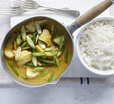Whip up a curry-in-a-hurry with this Goan-style mild dish with korma paste, coconut, green beans and sustainable white fish, from BBC Good Food. Fish Recipe Low Carb, Breaded Fish Recipe, Blackened Fish Recipe, Fried Fish Recipes, Seafood Recipes, Bbc Good Food Recipes, Indian Food Recipes, Cooking Recipes, Healthy Recipes