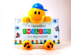 Make smile a reason with this sweet smiling frame