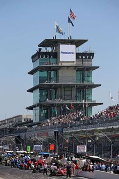 Indianapolis landmark -        Drivers pit during final practice on Carb Day for the 99th running of the Indianapolis 500 Mile Race at Indianapolis Motorspeedway on May 22 in Indianapolis. - © Chris Graythen/Getty Images