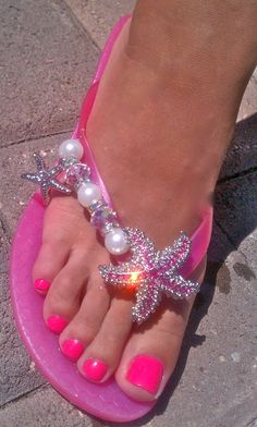 Love the pink starfish! They add the bling to pink flip flops. High Heels Boots, Shoe Boots, Beach Pedicure, Pedicure Ideas, Hot Pink Pedicure, Pedicure Colors, Pink Love, Pretty In Pink, Bling Flip Flops
