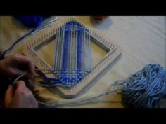 TELAR BASTIDOR CUADRADO tafetan en 2 colores - YouTube Weaving Textiles, Tapestry Weaving, Yarn Thread, Loom Weaving, Loom Knitting, String Art, Crochet, Youtube, Ideas