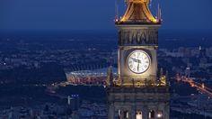 Warsaw,  Zegar na Pałacu Kultury, w tle Stadion Narodowy, fot. Maciej Margas
