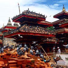 Утро на Площади Дурбар #asia #nepal #kathmandu #durbarsquare #sky #architecture #instalike #instanepal #ig_nepal #instagram #travel #instaday #pigeon #азия #непал #катманду #путешествия #дурбар #небо #утро #архитектура #голуби