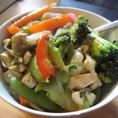 Garlic Chicken Stir Fry - Crunchy vegetables and chicken are treated to a quick garlic-ginger saute, then tossed with a lightly sweetened soy sauce. Stir Fry Recipes, Cooking Recipes, Garlic Chicken Stir Fry, Asian Recipes, Healthy Recipes, Chicken And Vegetables, Food Dishes, Food Food, Main Dishes