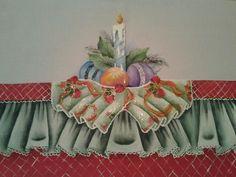 Pano de prato com barrado falso e aplicação com tecido imitando babado. Motivo natalino. 50 cm x 70 cm