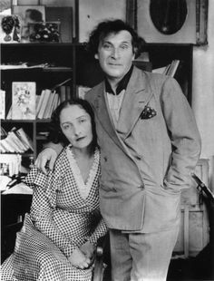 Marc Chagall and his first wife Bella Rosenfeld Chagall in Paris photographed by Andre Kertesz. Andre Kertesz, Marc Chagall, Man Ray, Artist Art, Artist At Work, Famous Artists, Great Artists, Billy Kidd, Photo Portrait