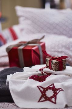 Ready to deck the halls this season? The IKEA VINTER 2016 collection is filled with wrapping paper, gift bags and accessories to make your special gifts shine.