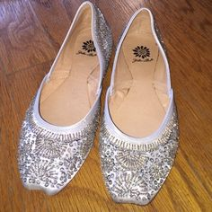 sparkle silver flats Barely worn sparkly silver flats! Super cute! Yellow Box Shoes Flats & Loafers