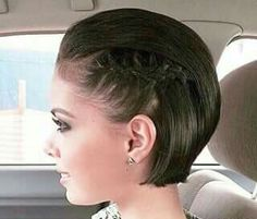 10 Cute Simple Hairstyles For Short Hair How many times do you wake up in the morning and want to do something different with your hair? But once again you have a snooze, run out of time, and always. Short Brunette Hair, Braids For Short Hair, Winter Hairstyles, Braided Hairstyles, Simple Hairstyles, Brown Hairstyles, Brunette Hairstyles, Hairstyles 2016, Hairstyle Braid