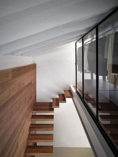 Casa MT is a modern renovation project centered around the extension of an existing detached house by architect Rocco Borromini, located in Traona, Italy. Arch Interior, Interior Stairs, Interior Design, Nardo, Detached House, Interior Architecture, Home And Garden, Italy, House Design