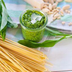 Im Moment sehr beliebt auf dem Blog: mein Rezept für Bärlauch-Pesto! Schaut doch mal vorbei und besorgt euch vom Markt frischen #bärlauch 💚 ——————————————— #food #instafood #pesto #pasta #lecker #frisch #saisonal