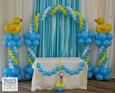 balloon-first-birthday-jacksonville Duck balloon columns - New Deko Sites Ducky Baby Showers, Baby Shower Duck, Rubber Ducky Baby Shower, Baby Shower Yellow, Baby Ballon, Baby Shower Balloons, Baby Shower Parties, Baby Shower Themes, Birthday Balloon Decorations
