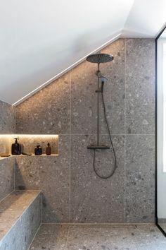 Dette badet får klesdesigner Maria Skappel Holzweiler i drømmemodus - Modena Fliser Small Bathroom Tiles, Diy Bathroom, Bathroom Goals, Bathroom Design Small, Bathroom Interior Design, Modern Bathroom, Minimal House Design, Vibeke Design, Bathroom Inspiration