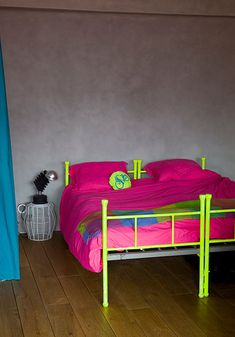Decorate your home with neon colors and give to your home modern and trendy look. Take a look some ideas how to incorporate neon colors in the interior. Neon Bedroom, Bedroom Decor, Pink Bedrooms, Dream Bedroom, Neon Bedding, Grey Bedding, Deco Kids, Apartment Furniture, Neon Colors