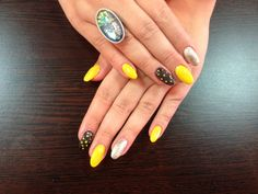 Yellow Black Nails - www.justnails.ro #nails #beauty