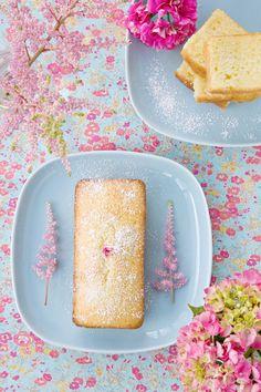 Honey Tea Cake - looks pretty and yummy Sweet Recipes, Cake Recipes, Dessert Recipes, Healthy Recipes, Tea Cakes, Cupcake Cakes, Cupcakes, Yummy Treats, Yummy Food