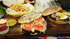 Hamburguesas gigantes con pan casero gigante
