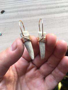 Real Antler Earrings Large Earrings Gold Earrings Wire Wrap Earrings Statement Earrings Daniellerosebean Dangle Earrings Drop Earrings - Women's style: Patterns of sustainability Wire Wrapped Earrings, Wire Earrings, Bar Stud Earrings, Statement Earrings, Deer Antler Jewelry, Antler Art, Antler Crafts, Piercing, Bone Jewelry
