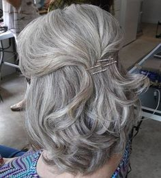 50 Ravishing Mother of the Bride Hairstyles Simple Half Updo For Mother Of The Bride Half Up Wedding Hair, Wedding Hairstyles Half Up Half Down, Hairdo Wedding, Half Updo, Wedding Hair And Makeup, Mother Of The Bride Hair Short, Mother Of The Groom Hairstyles, Mom Hairstyles, Haircuts