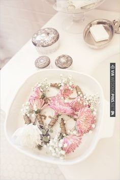 boutonnieres for a vintage wedding | CHECK OUT MORE IDEAS AT WEDDINGPINS.NET | #bridesmaids