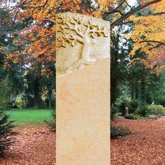 Naturstein Grabstein mit Lebensbaum • Qualität & Service direkt vom Bildhauer • Jetzt Grabstein online kaufen bei ▷ Serafinum.de