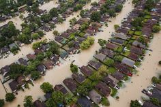 Residential neighborhoods near the Interstate 10 sit in floodwater in the wake of Hurricane Harvey on August 29, 2017 in Houston, Texas. (Photo: Marcus Yam / Los Angeles Times via Getty Images)