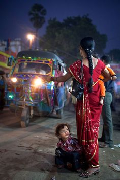 """ricray: """" The Sonepur Mela: colourful scenes from India's biggest cattle fair - A boy sits on the side of the road as his mother hails a rickshaw taxi. - Photography by Daniel Berehulak """" Robert Doisneau, Jaipur, Mumbai, Mother India, Bollywood, Amazing India, India People, Style Outfits, Grand Tour"""