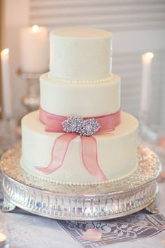 Simple Wedding Cake With Rhinestone Pin Embellishment | photography by http://vitalicphoto.com