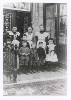 Op de hoek van de Steenweg en de Kanaaldijk in Helmond is nu de horecagelegenheid Zeezicht gevestigd. Het gebouw waarin Zeezicht zit is in 1924 gebouwd als bankgebouw voor de Helmondsche Bank. DOORKLIKKEN VOOR HET HELE VERHAAL!