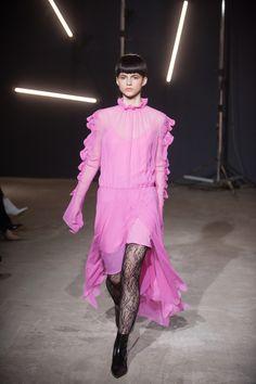 Elenareva Kiev Fall 2018 Fashion Show Collection Tokyo Fashion, Vogue Fashion, Fashion Models, Seoul, Ukraine, Autumn Fashion 2018, Trends, Couture, Fashion Show Collection