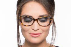 Você usa óculos  Veja maquiagens de festa e muitas dicas para realçar o  olhar 614875ae00