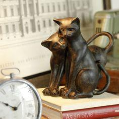 Pareja de gatos enamorados.... hermoso adorno de bronce :)