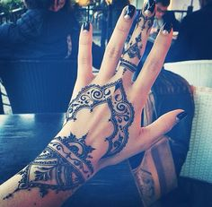 25 best hand henna patterns and hand henna ideas for 2018 – STYLEATEAZE.COM - Mehndi Design's - Henna Designs Hand Henna Tattoo Designs, Henna Tattoos, 16 Tattoo, Mehndi Tattoo, Body Art Tattoos, Tattoo Neck, Star Tattoos, Sleeve Tattoos, Tattoo Quotes
