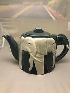 ELEPHANT Ceramic Teapot, Design byTom Taylor. Animal Teapot. Pottery Teapots, Ceramic Teapots, Vintage Ceramic, Ceramic Art, Housewarming Party, Sugar Bowl, Pretty In Pink, Elephant Teapot, Teapot Design