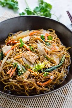 Chicken Chow Mein is the perfect easy weeknight meal! Best of all, it comes together in under 20 minutes in just one pot! Forget calling restaurant takeout, this recipe is so much better! Chinese Chow Mein, Chicken Chow Mein, How To Cook Kale, Cooking Whole Chicken, Authentic Chinese Recipes, Chicken Recipes Video, Asian Cooking, Cooking Kale, Cooking Pork