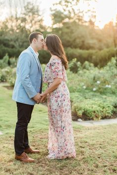 Really cute engagement session outfit ideas!