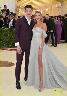 Shawn Mendes & Hailey Baldwin Confirm Relationship on Met Gala 2018 Red Carpet: Photo Shawn Mendes and Hailey Baldwin are finally stepping out in public together as a couple and we are loving this so much! The two stars confirmed their relationship… Gala Dresses, Red Carpet Dresses, Evening Dresses, Formal Dresses, Hailey Baldwin, Met Gala Red Carpet, Jenna Dewan, Amal Clooney, Vestidos Vintage