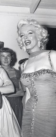 Marilyn at the St. Jude Children's Hospital charity event, 1953.
