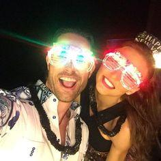 """""""¡¡Les deseamos Feliz 2016!! ✨❤"""", escribió Sebastián Rulli al publicar esta selfi junto a su novia Angelique Boyer, el 31 de diciembre de 2015.️"""